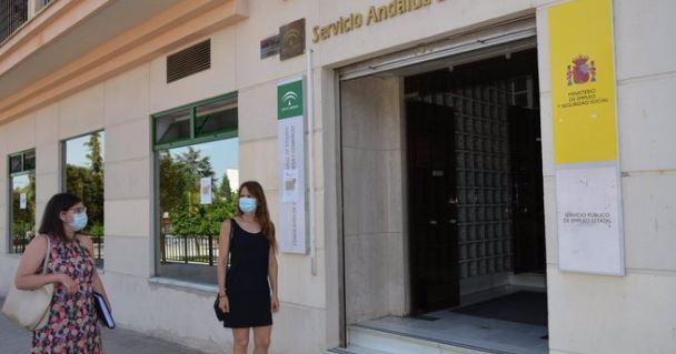 Andalucía lidera la creación de empleo de abril a junio con 102.400 más y el paro baja en 19.800 personas